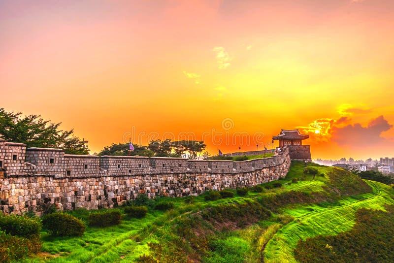 Ηλιοβασίλεμα στο φρούριο Hwaseong στη Σεούλ, Νότια Κορέα στοκ φωτογραφίες με δικαίωμα ελεύθερης χρήσης