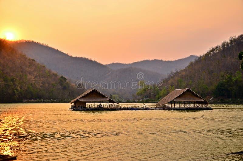 Ηλιοβασίλεμα στο Reservoir , Hub Kao Wong , Suphan Buri , Ταϊλάνδη στοκ φωτογραφία