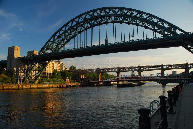 ηλιοβασίλεμα Τάιν UK του Ν&iot στοκ εικόνα