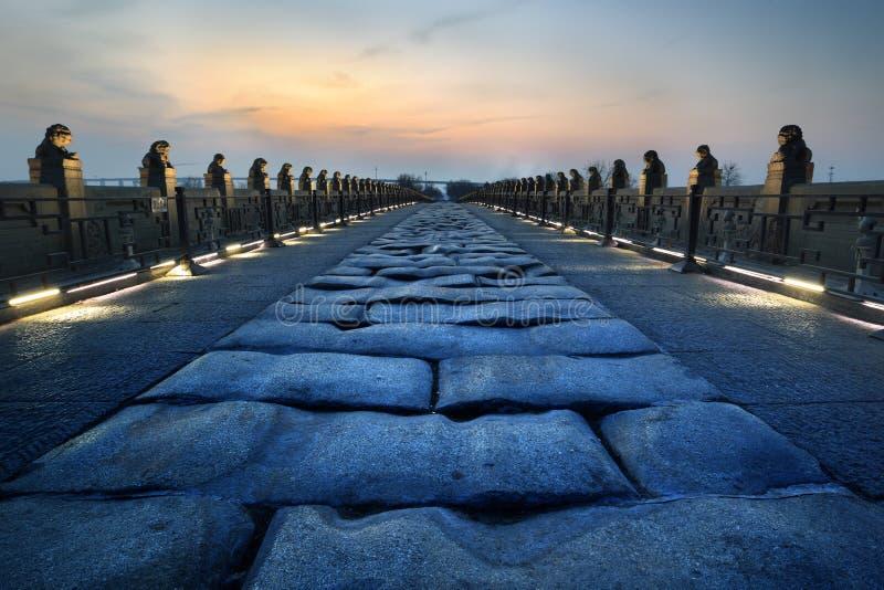 Ηλιοβασίλεμα της γέφυρας lugou στοκ φωτογραφίες
