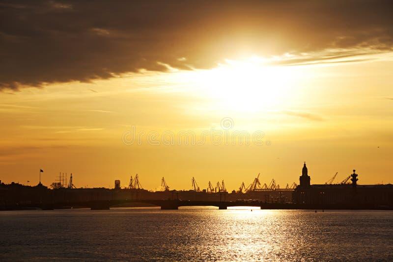 ηλιοβασίλεμα της Πετρούπολης Άγιος στοκ εικόνες με δικαίωμα ελεύθερης χρήσης