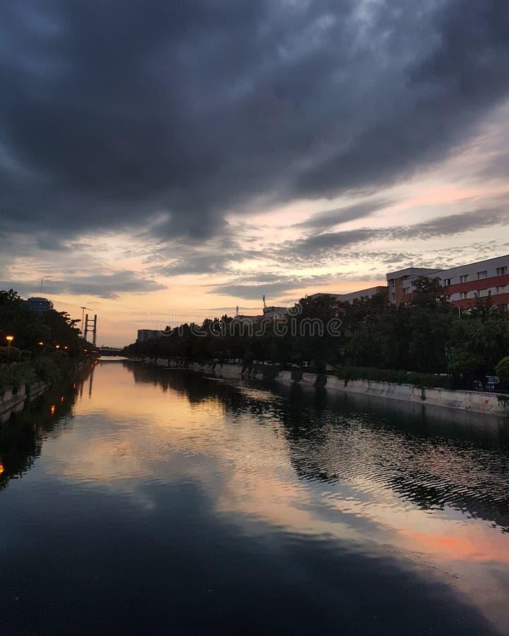 Ηλιοβασίλεμα του Βουκουρεστι'ου στοκ φωτογραφία με δικαίωμα ελεύθερης χρήσης