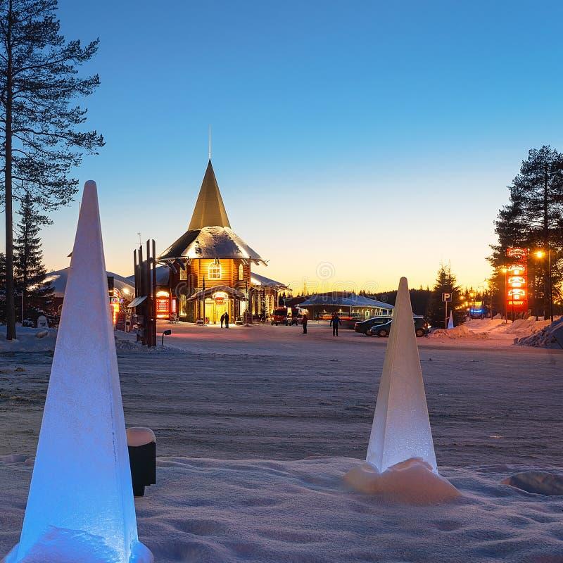 Ηλιοβασίλεμα του του χωριού Lapland διακοπών Άγιου Βασίλη στοκ φωτογραφία με δικαίωμα ελεύθερης χρήσης