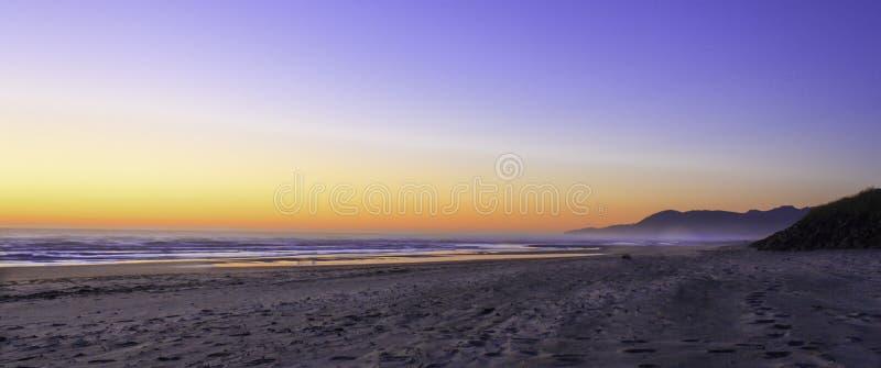 Ηλιοβασίλεμα του Όρεγκον παραλιών Rockaway στοκ φωτογραφίες