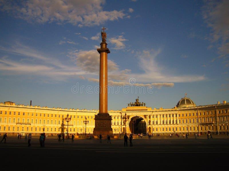 ηλιοβασίλεμα του ST ουρανού της Πετρούπολης στοκ φωτογραφία