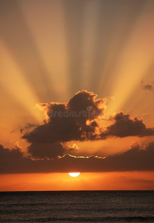 ηλιοβασίλεμα τροπικό στοκ φωτογραφία με δικαίωμα ελεύθερης χρήσης