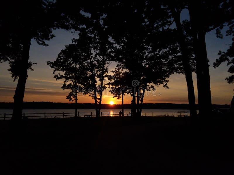 Ηλιοβασίλεμα όχθεων της λίμνης στοκ φωτογραφίες με δικαίωμα ελεύθερης χρήσης