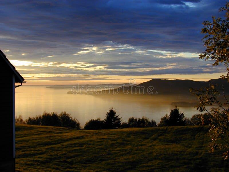 Download ηλιοβασίλεμα στοκ εικόνα. εικόνα από ηλιοβασίλεμα, λόφος - 54081