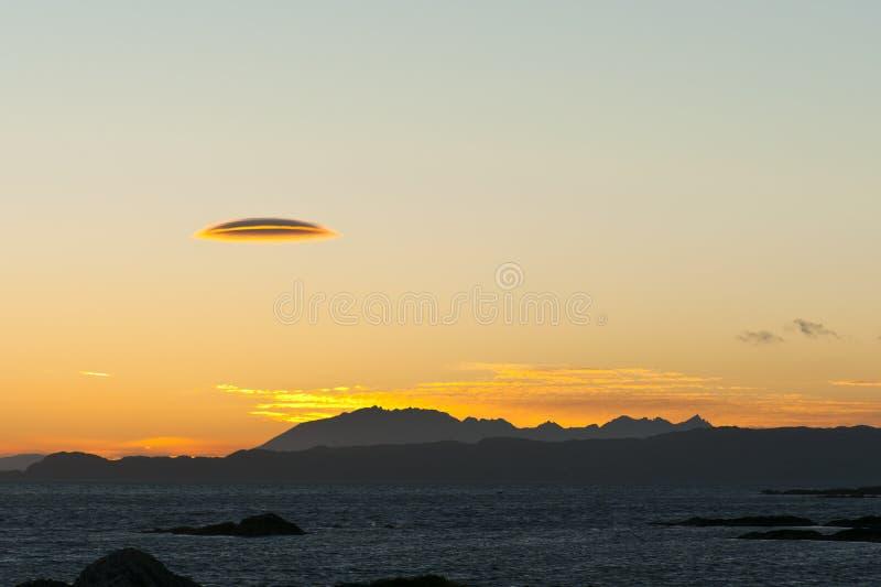 ηλιοβασίλεμα lenticularis σύννεφω&n στοκ εικόνες