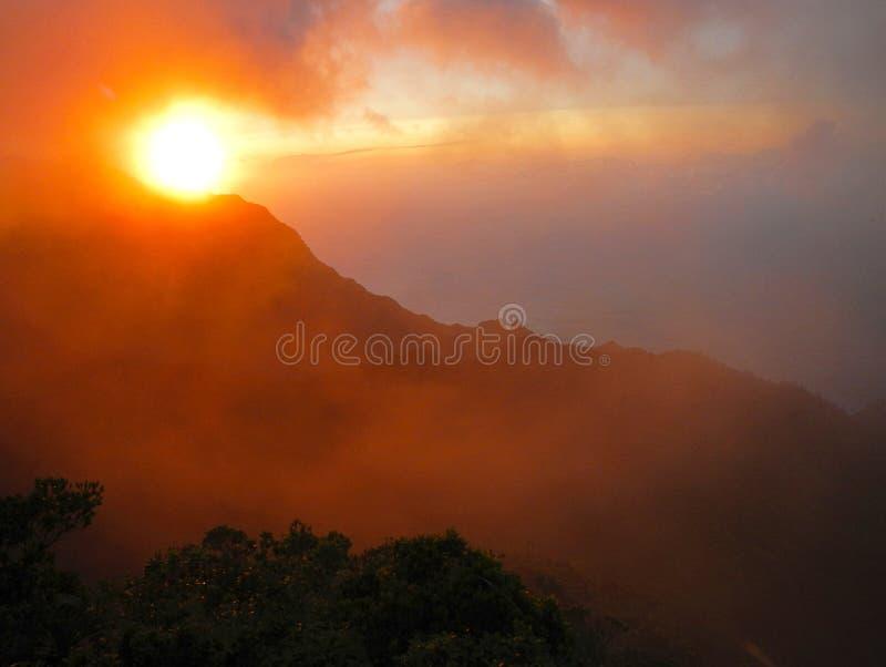 Ηλιοβασίλεμα Limahuli στοκ φωτογραφίες