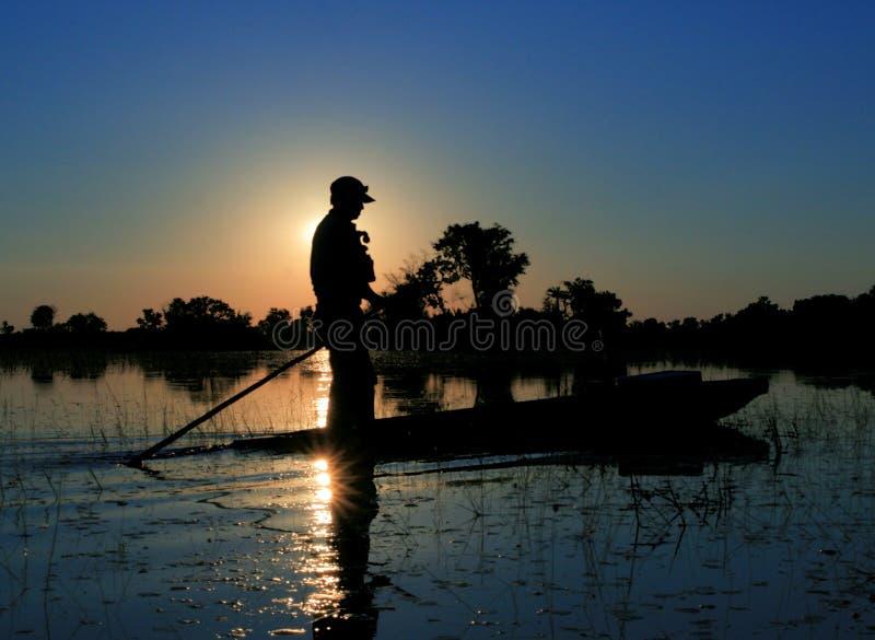 ηλιοβασίλεμα mokoro στοκ φωτογραφίες