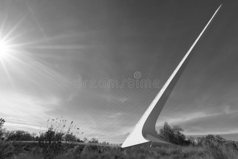 Ηλιοφάνεια στη γέφυρα ηλιακών ρολογιών σε Redding, ασβέστιο στοκ εικόνες