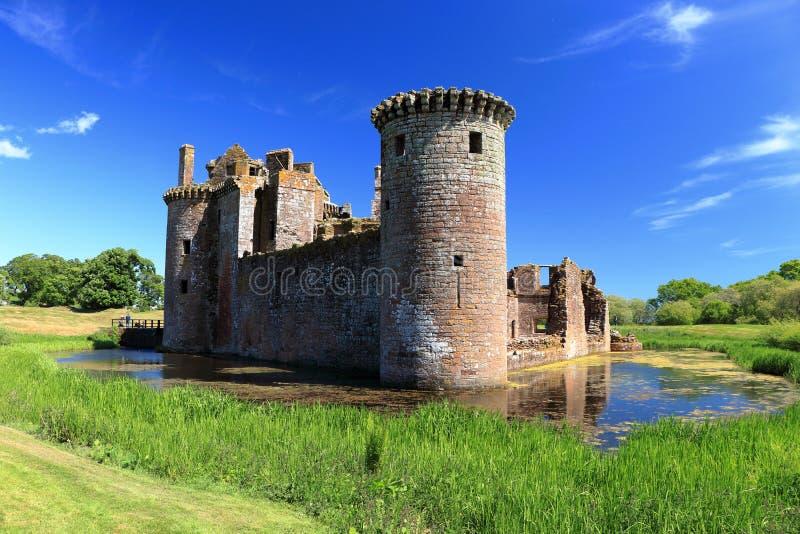 Ηλιόλουστη θερινή ημέρα σε Caerlaverock Castle κοντά στην ακτή Solway Dumfries, Σκωτία στοκ φωτογραφία με δικαίωμα ελεύθερης χρήσης