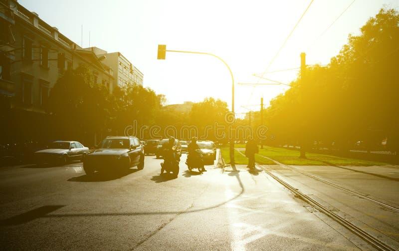 Ηλιόλουστη οδός ημέρας στοκ εικόνες