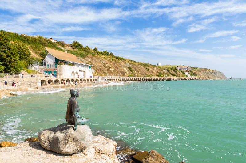 Ηλιόλουστη παραλία άμμων στοκ εικόνα με δικαίωμα ελεύθερης χρήσης