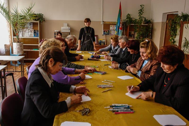 Ημέρα δασκάλου σε ένα αγροτικό σχολείο στην περιοχή Kaluga της Ρωσίας στοκ φωτογραφία με δικαίωμα ελεύθερης χρήσης