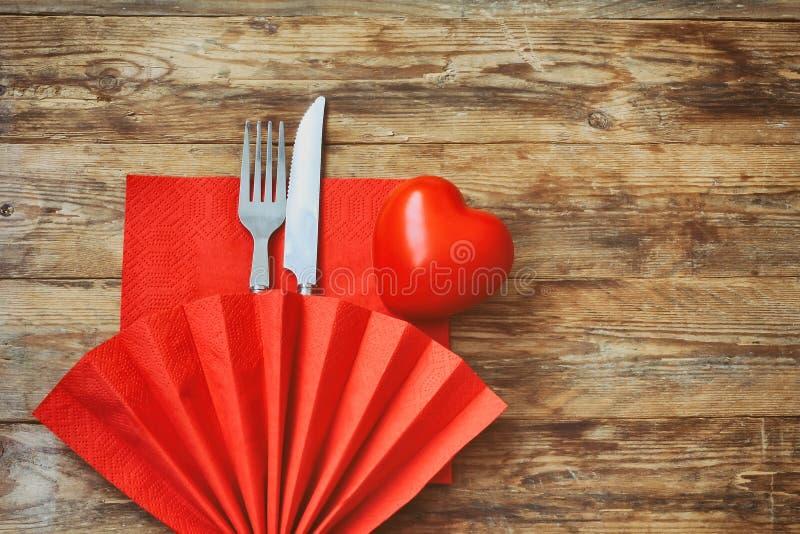 Ημέρα βαλεντίνων, εορταστικό γεύμα στοκ εικόνα με δικαίωμα ελεύθερης χρήσης