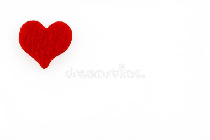 Ημέρα βαλεντίνων ` s - μια μεγάλη κόκκινη καρδιά και ένα άσπρο υπόβαθρο στοκ εικόνες