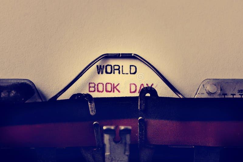 Ημέρα παγκόσμιων βιβλίων γραφομηχανών και κειμένων στοκ εικόνα με δικαίωμα ελεύθερης χρήσης