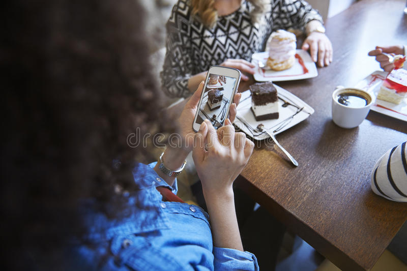 Ημέρα στον καφέ στοκ εικόνα με δικαίωμα ελεύθερης χρήσης