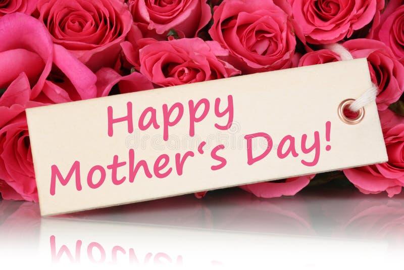 Ημέρα της ευτυχούς μητέρας με τα λουλούδια τριαντάφυλλων στοκ φωτογραφίες