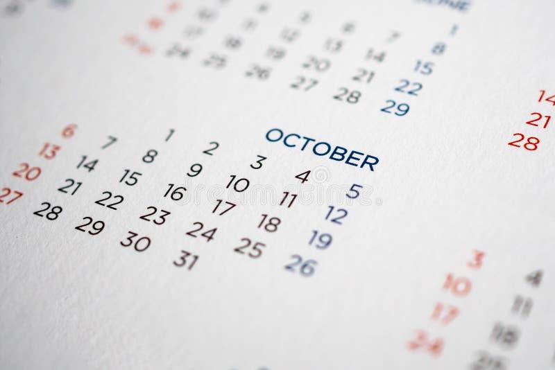 Ημερολογιακή σελίδα Οκτωβρίου με τους μήνες και τις ημερομηνίες στοκ φωτογραφία