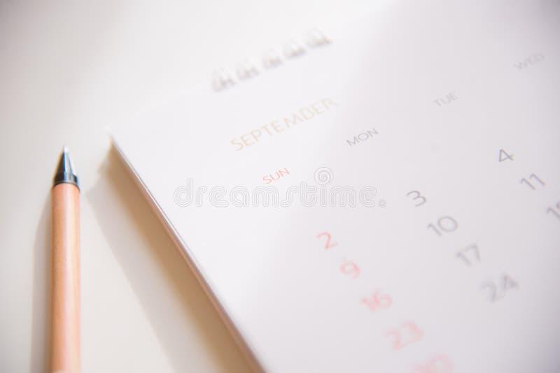 Ημερολογιακή σελίδα στον προγραμματισμό της έννοιας στοκ εικόνα
