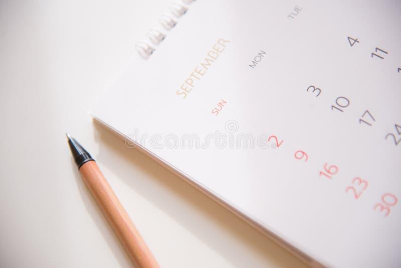 Ημερολογιακή σελίδα στον προγραμματισμό της έννοιας στοκ εικόνες