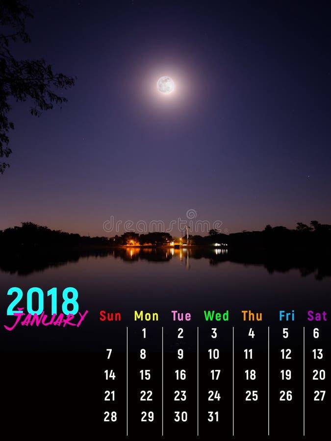 Ημερολογιακό τον Ιανουάριο του 2018 με τη σκηνή νύχτας πανσελήνων στοκ εικόνα