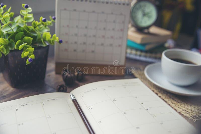 Ημερολόγιο, ημερολόγιο και ημερήσια διάταξη του Planner για προγραμματισμό χρονοδιαγράμματος, ραντεβού, οργάνωση, διαχείριση επί  στοκ φωτογραφία με δικαίωμα ελεύθερης χρήσης