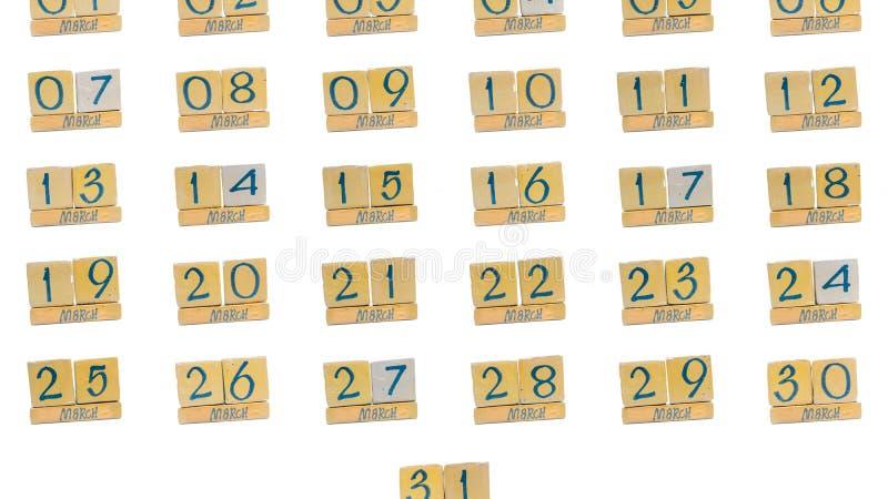 ημερολόγιο Μάρτιος πλήρης μήνας μέρα με τη μέρα όλες οι ημερομηνίες του μήνα στη διαταγή Χειροποίητο ξύλινο ημερολόγιο κύβων στοκ εικόνες