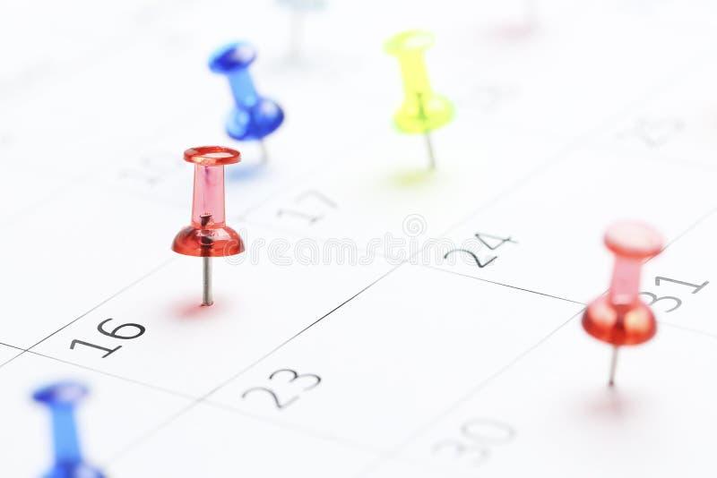 ημερολόγιο pushpins στοκ εικόνα με δικαίωμα ελεύθερης χρήσης