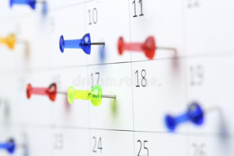 ημερολόγιο pushpins στοκ φωτογραφία με δικαίωμα ελεύθερης χρήσης