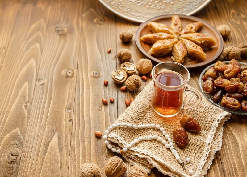 Ημερομηνίες, rosaries και baklava ramadan r στοκ φωτογραφία με δικαίωμα ελεύθερης χρήσης