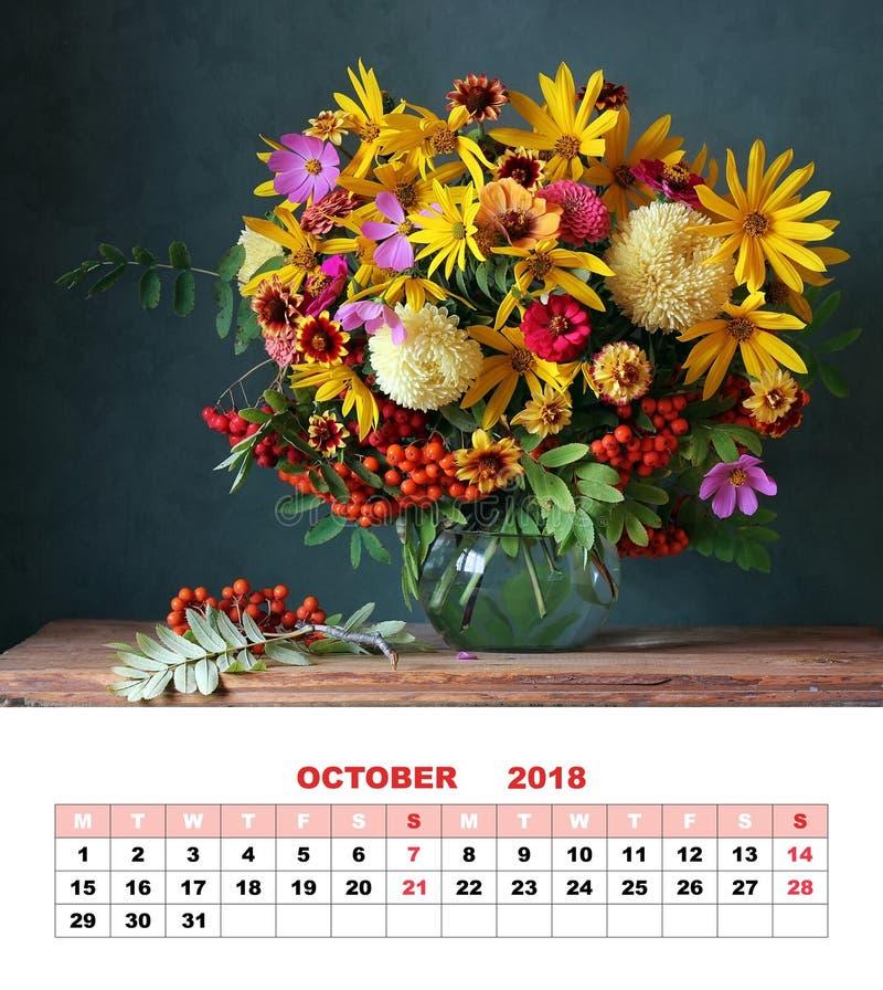 Ημερολογιακό τον Οκτώβριο του 2018 σελίδων σχεδίου Ανθοδέσμη φθινοπώρου με το ΛΦ κήπων στοκ φωτογραφίες με δικαίωμα ελεύθερης χρήσης