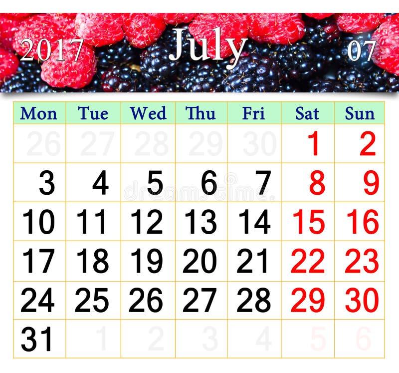 Ημερολόγιο για τον Ιούλιο του 2017 με την εικόνα του κόκκινου και μαύρου σμέουρου στοκ φωτογραφία με δικαίωμα ελεύθερης χρήσης