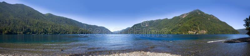 ημισεληνοειδής πανοραμική λήψη λιμνών στοκ εικόνα