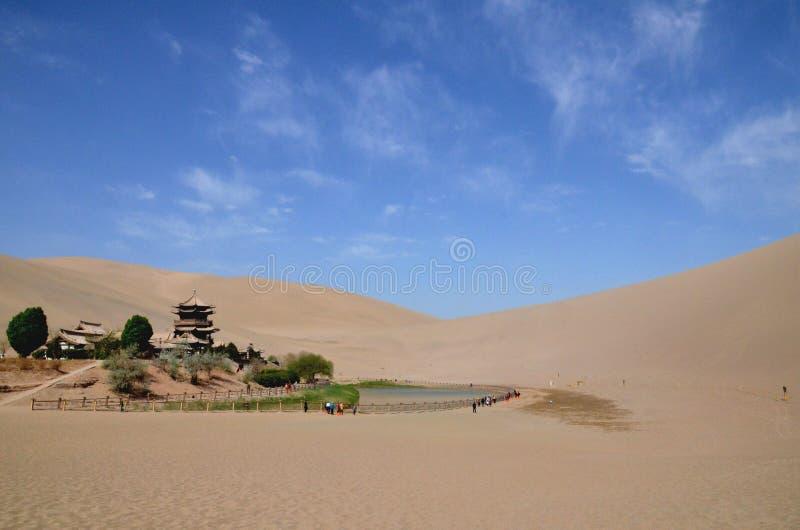 Ημισεληνοειδής λίμνη σε DunHuang στοκ εικόνες