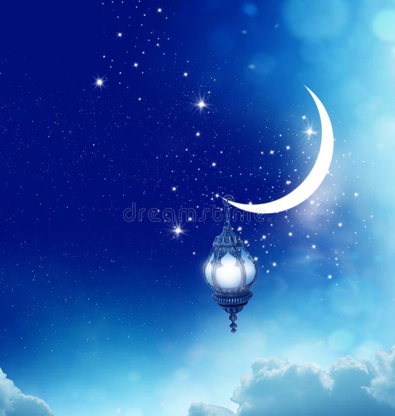 Ημισεληνοειδής αστραπή φεγγαριών και φαναριών στον ουρανό στοκ εικόνα με δικαίωμα ελεύθερης χρήσης
