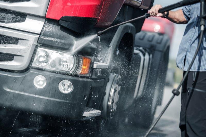 Ημι πλύση πίεσης φορτηγών στοκ εικόνα με δικαίωμα ελεύθερης χρήσης