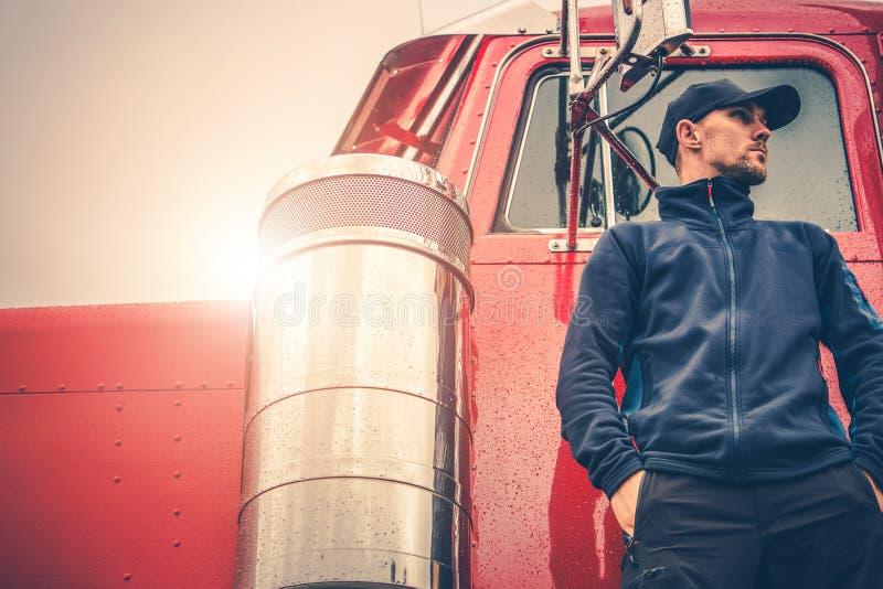 Ημι Drive εργασία φορτηγών στοκ εικόνα με δικαίωμα ελεύθερης χρήσης