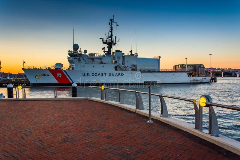 Ηνωμένη σκάφος ακτοφυλακής εσωτερικό λιμάνι της Βοστώνης, στο BO στοκ φωτογραφία