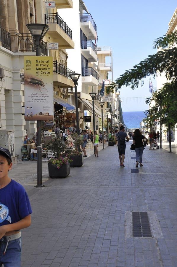 Ηράκλειο, στις 5 Σεπτεμβρίου: Άποψη οδών στο κέντρο της πόλης Ηρακλείου στο νησί της Κρήτης της Ελλάδας στοκ εικόνες με δικαίωμα ελεύθερης χρήσης