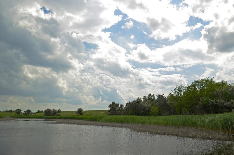 Ηρεμία πριν από τη θύελλα Χωριό Sichkarevka στοκ εικόνες