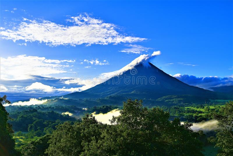 Ηφαίστειο Arundel στο σούρουπο στοκ εικόνες