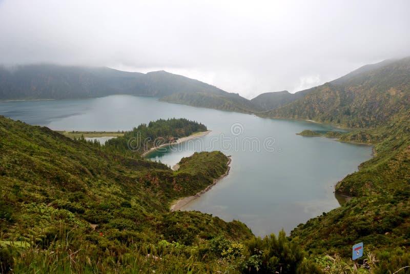 Ηφαιστειακή λίμνη Lagoa do Fogo κρατήρων στο νησί του Σάο Miguel, Αζόρες στοκ φωτογραφίες
