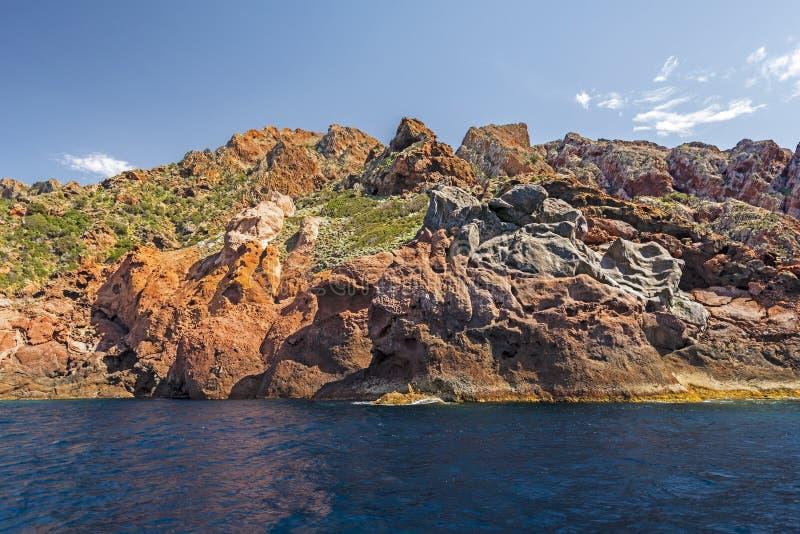 Ηφαιστειακοί βράχοι της ακτής Scandola στοκ φωτογραφία