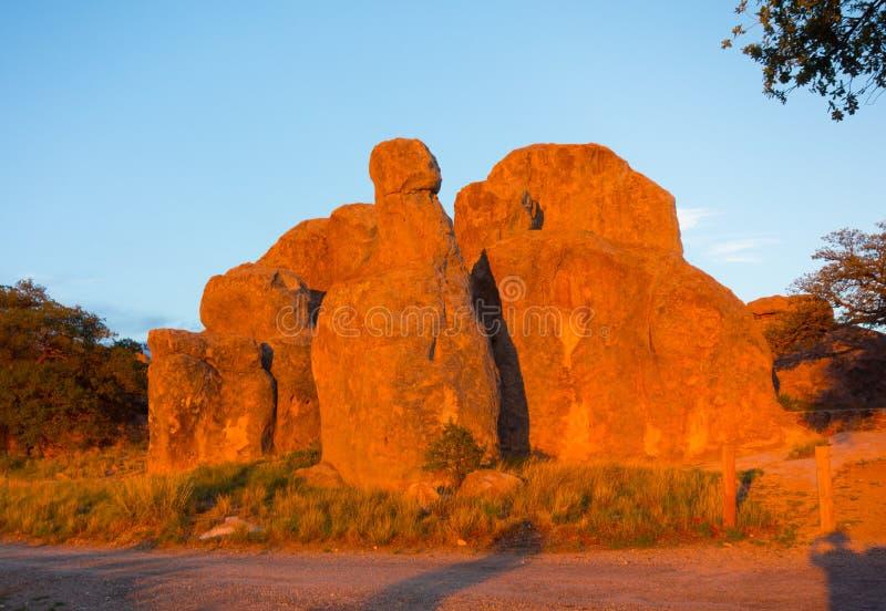 Ηφαιστειακοί σχηματισμοί βράχου στην έρημο στοκ εικόνα