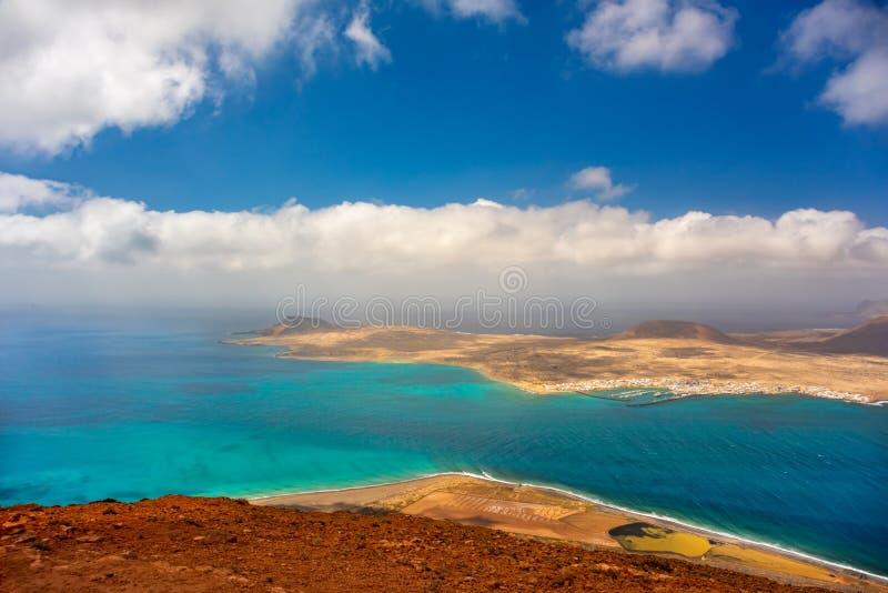 Ηφαιστειακό Λα Graciosa Κανάριων νησιών Πανοραμική άποψη από Mirador del Ρίο στοκ εικόνα με δικαίωμα ελεύθερης χρήσης