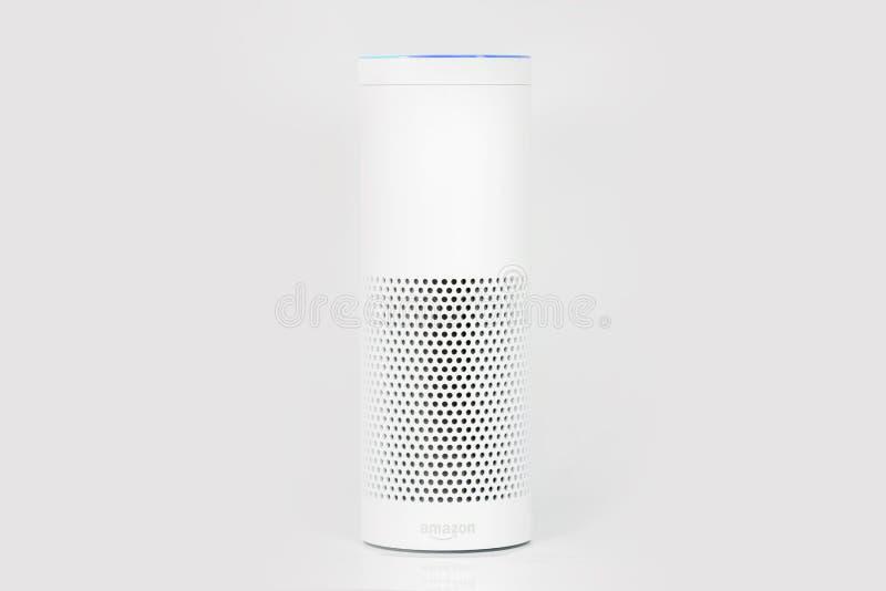 Ηχώ του Αμαζονίου συν, η ρέοντας συσκευή αναγνώρισης φωνής από το AM στοκ φωτογραφία με δικαίωμα ελεύθερης χρήσης